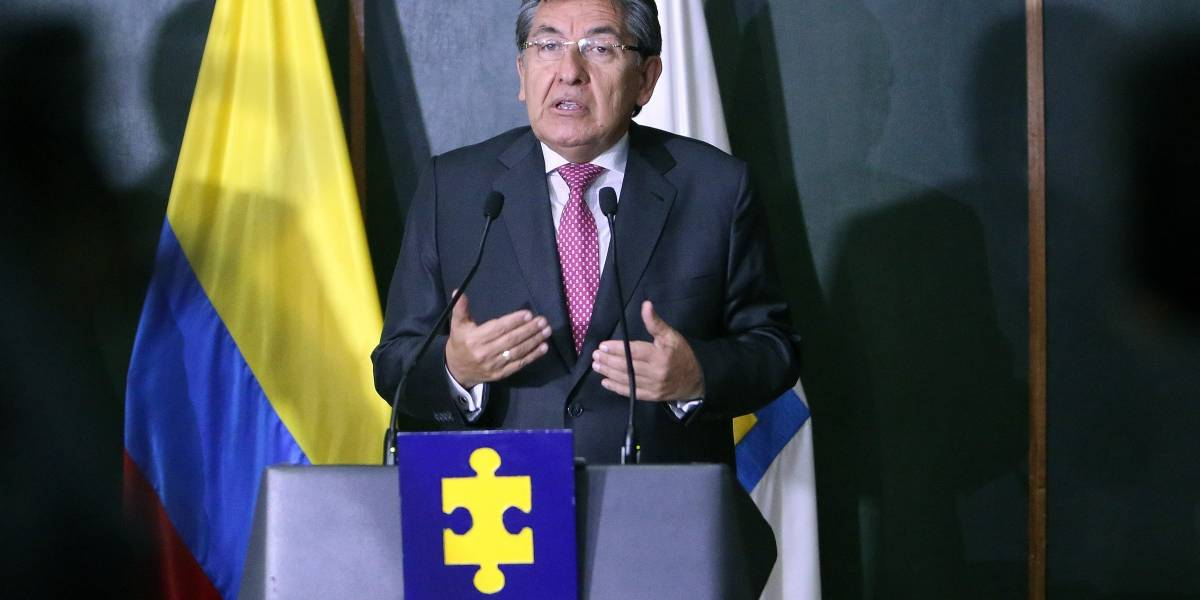 """Son dólares absolutamente legales"": Néstor Humberto Martínez"