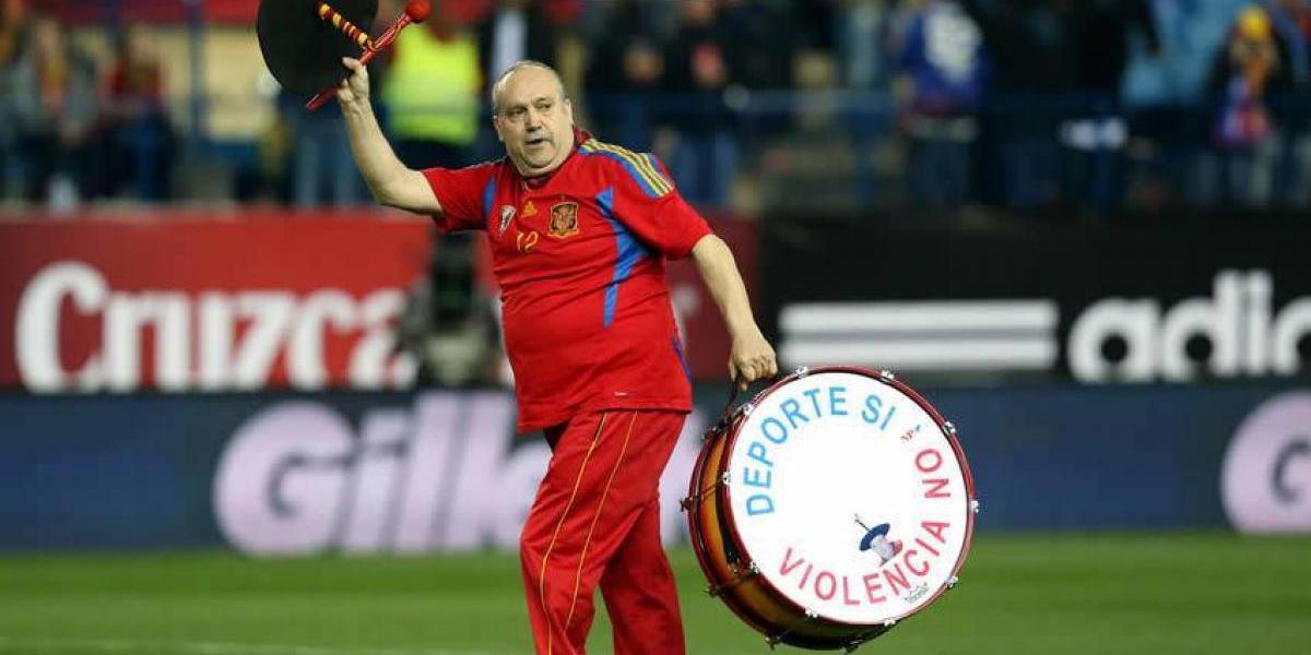 Le roban el bombo al aficionado más famoso de España