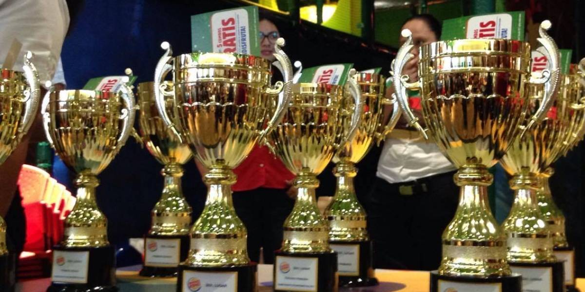 Niños guatemaltecos son premiados por su conocimiento matemático