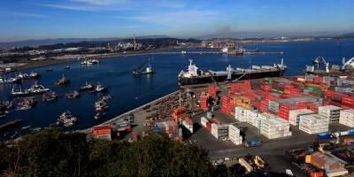 Repunte en envíos de cobre impulsan superávit comercial de Chile