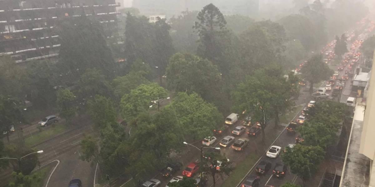 VIDEO. Tormenta con granizo complica el tránsito en Guatemala