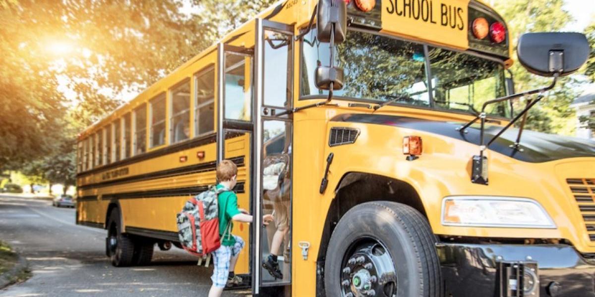 Guatemaltecos desarrollan app para monitorear el bus escolar de tus hijos