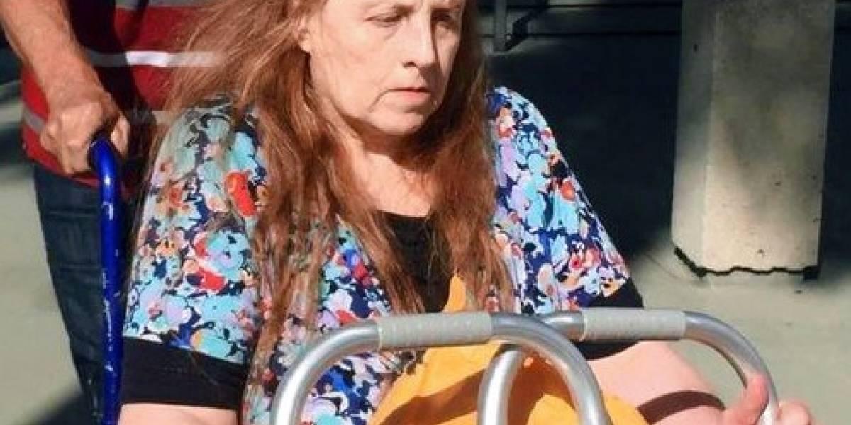 Cárcel a mujer que amenazó padre de víctima Sandy Hook