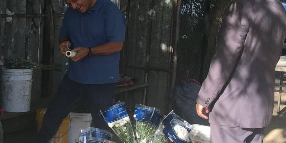 Rosselló le lleva flores a la primera dama