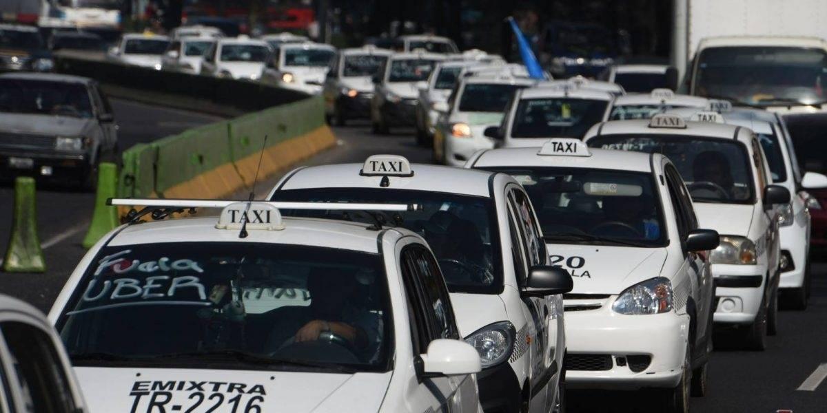 Complicaciones en el tránsito por movilización de taxistas en la ciudad capital
