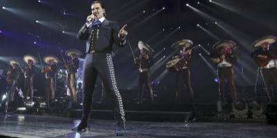 Alejandro Fernández se presenta este sábado en el estadio olímpico