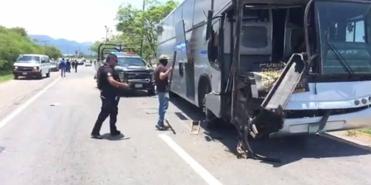 Chocan autobuses que trasladaban a reos del penal de Ciudad Victoria