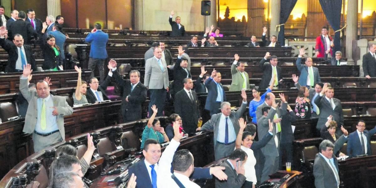 Diputados se unen y defienden su pago de aguinaldo y bono 14