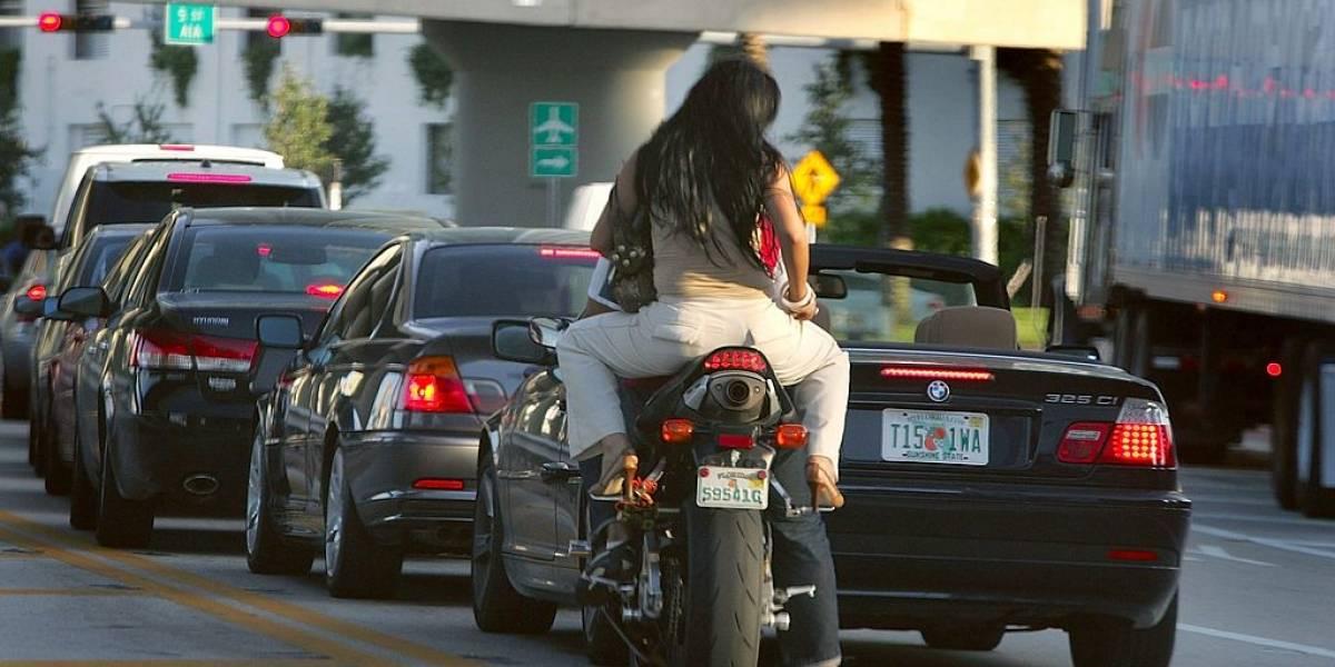 Consejos claves para conducir sin experiencia una moto con pasajero