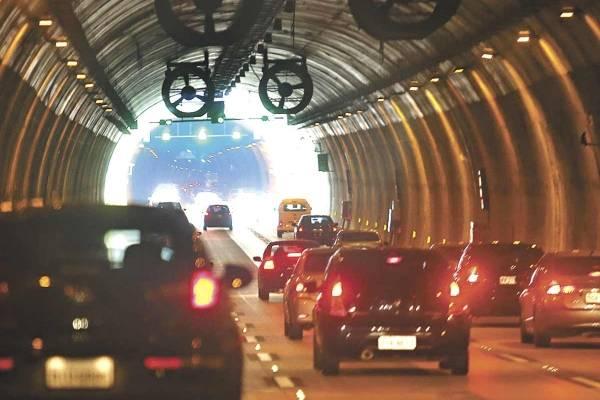 IPVA carro túnel