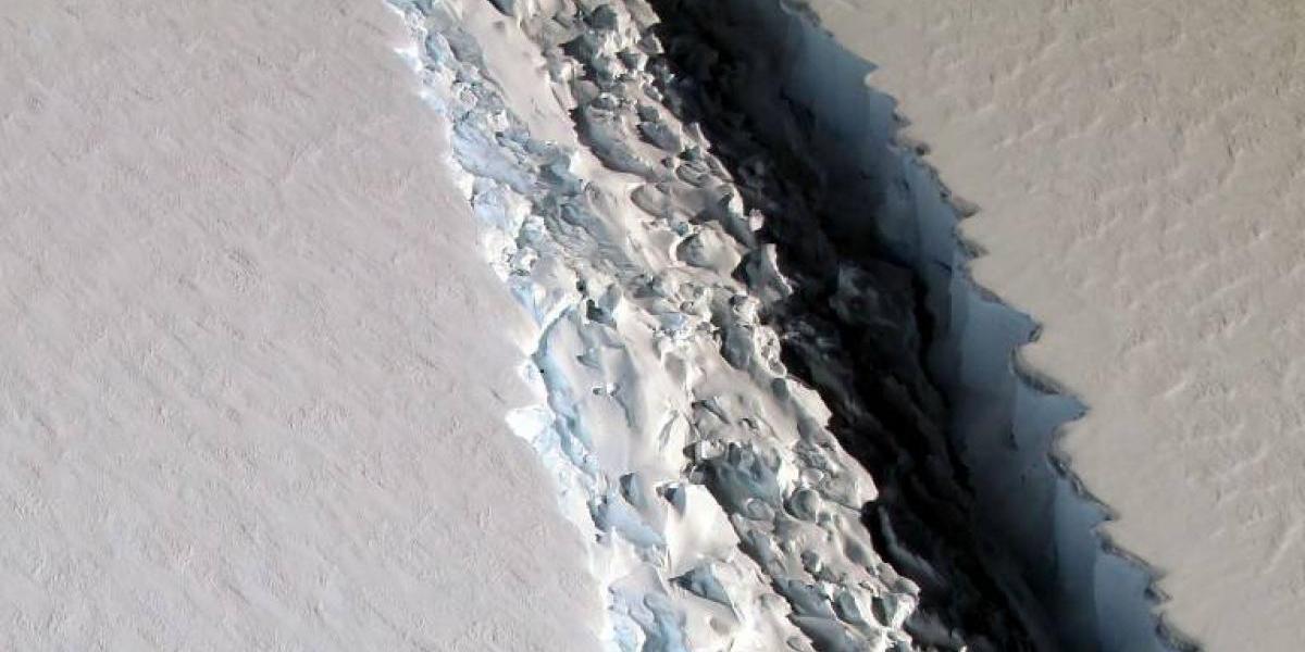 Un tercio de la Región Metropolitana: Así es el gigantesco iceberg que está por desprenderse de la Antártica