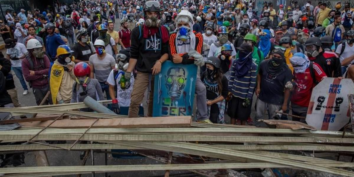 Muere un adolescente en fuertes disturbios en la capital de Venezuela y aumentan a 66 los fallecidos