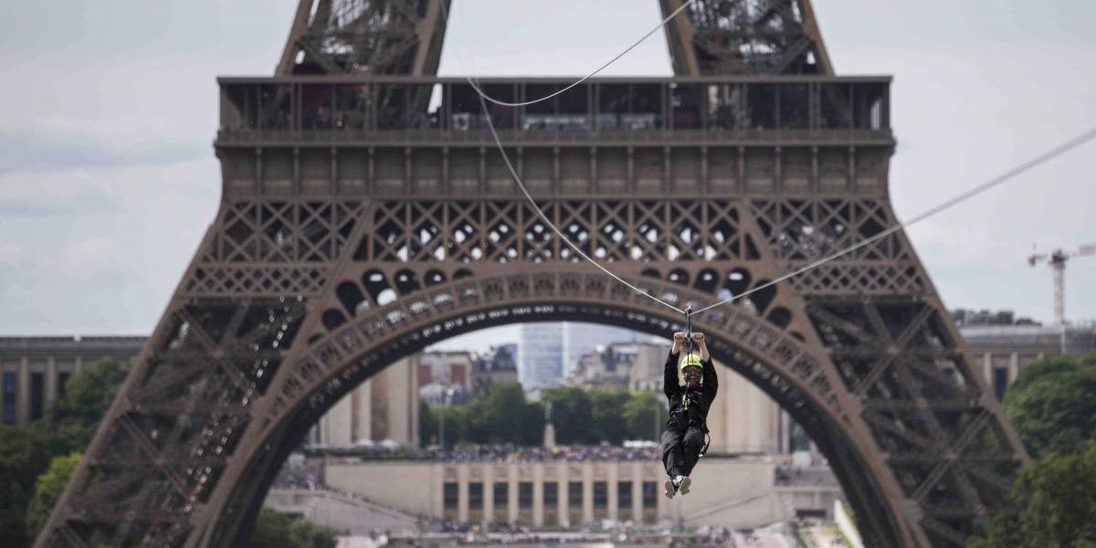 Un cable a 400 pies de altura ofrece otra perspectiva de París