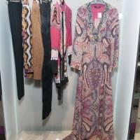 Estampados y prendas coloridas forman parte de esta colección