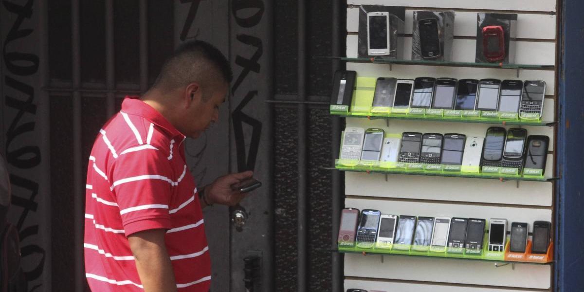 Ladrón de celulares llama a programa de radio para dar consejos sobre cómo protegerse