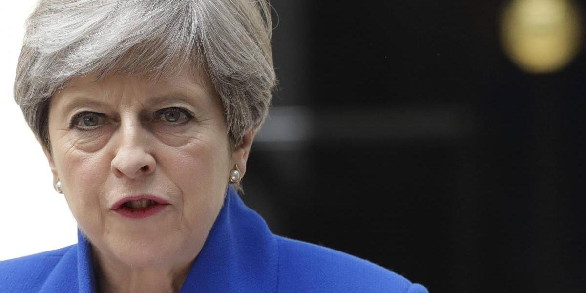 Theresa May confirma que continuará como primer ministra