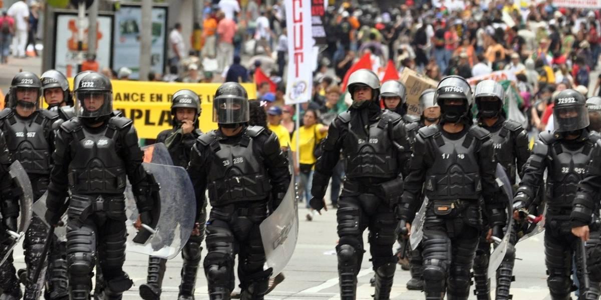 Con gases lacrimógenos y agua, el Esmad intentó dispersar a docentes en marcha