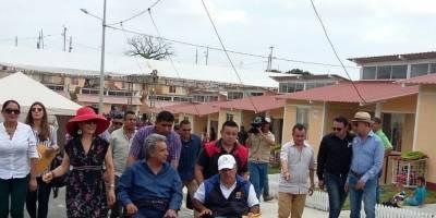 Lenín Moreno entregó casas a los afectados por el terremoto en Manta