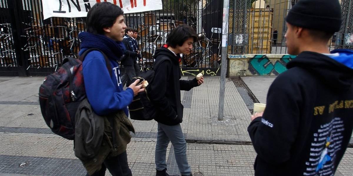 Carabineros llegó a desalojar el Instituto Nacional y estaba desocupado