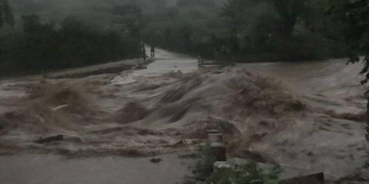 Colapso de puente Paxeja deja a 3 mil 500 familias aisladas en Quiché