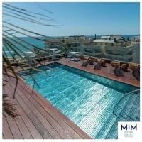 La piscina de la terraza del hotel, es uno de los atractivos.