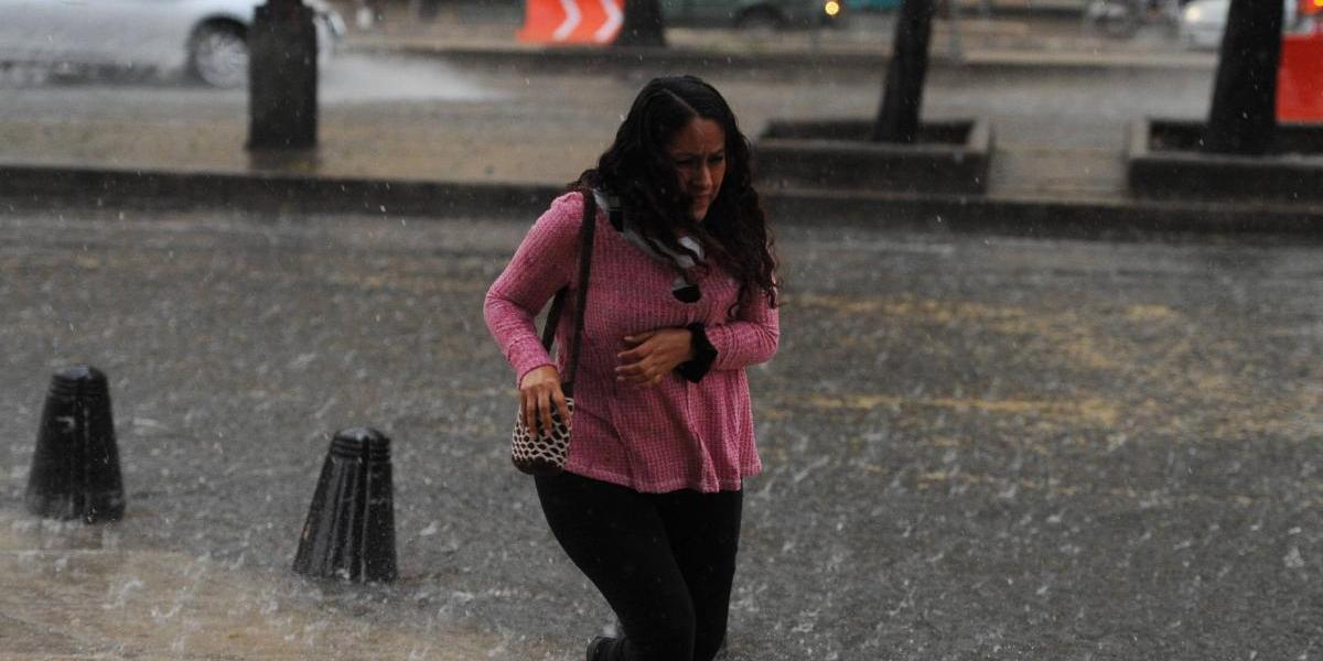 Pronostican tarde lluviosa en el Valle de México