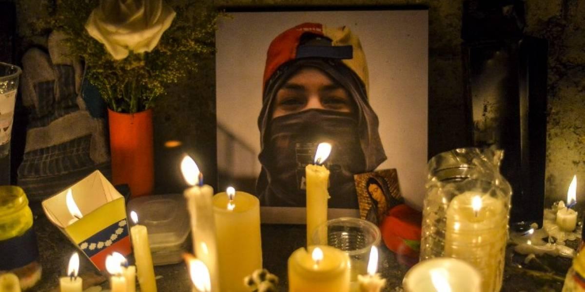 """Las imágenes de la """"marcha por las luces"""" en honor a los muertos en las protestas en Venezuela"""