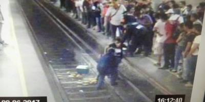 Vagonero cae a las vías del Metro