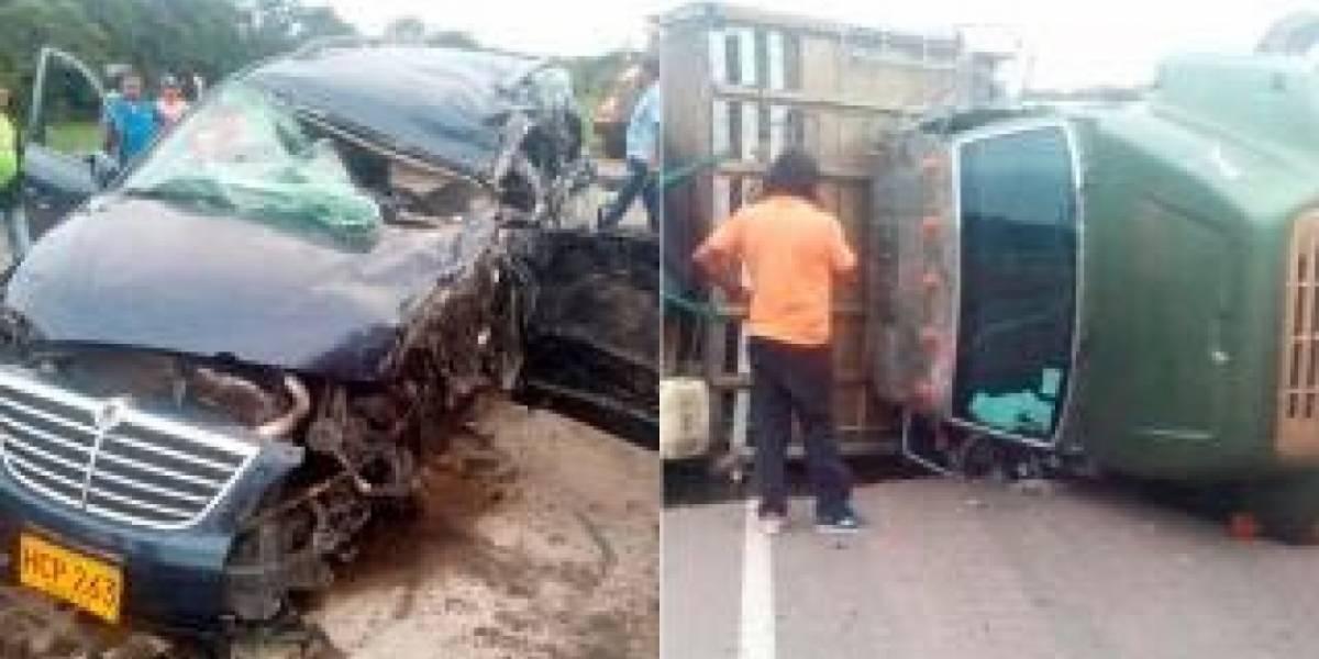 Murió conductor a bordo de una carroza fúnebre al chocar contra un camión