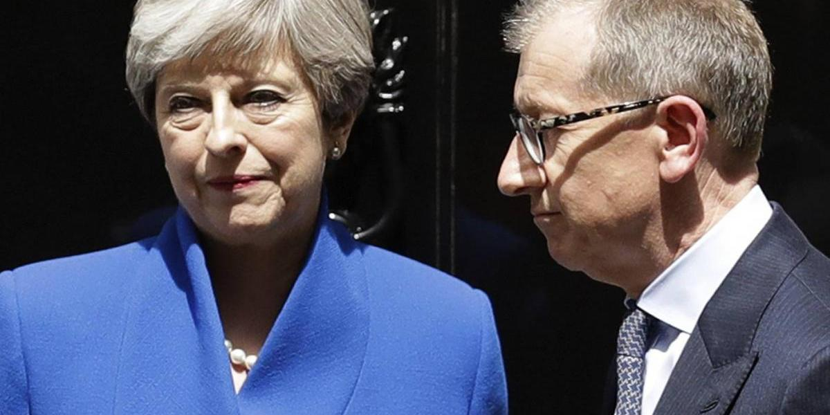 Aferrándose a su cargo, Theresa May nombra nuevos ministros