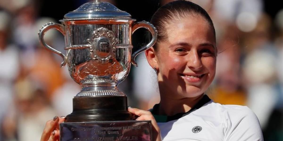 Histórica Jelena Ostapenko se alza con corona del Roland Garros