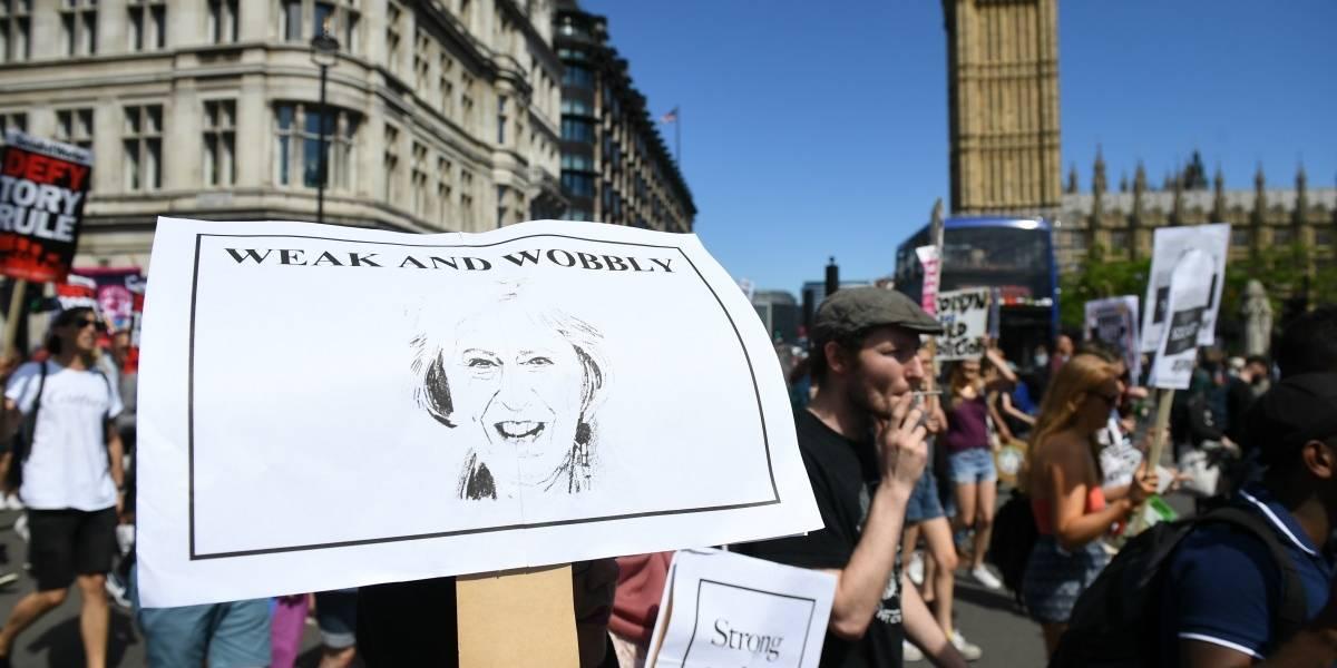 Reino Unido: May llega a un principio de acuerdo con los unionistas norirlandeses para gobernar