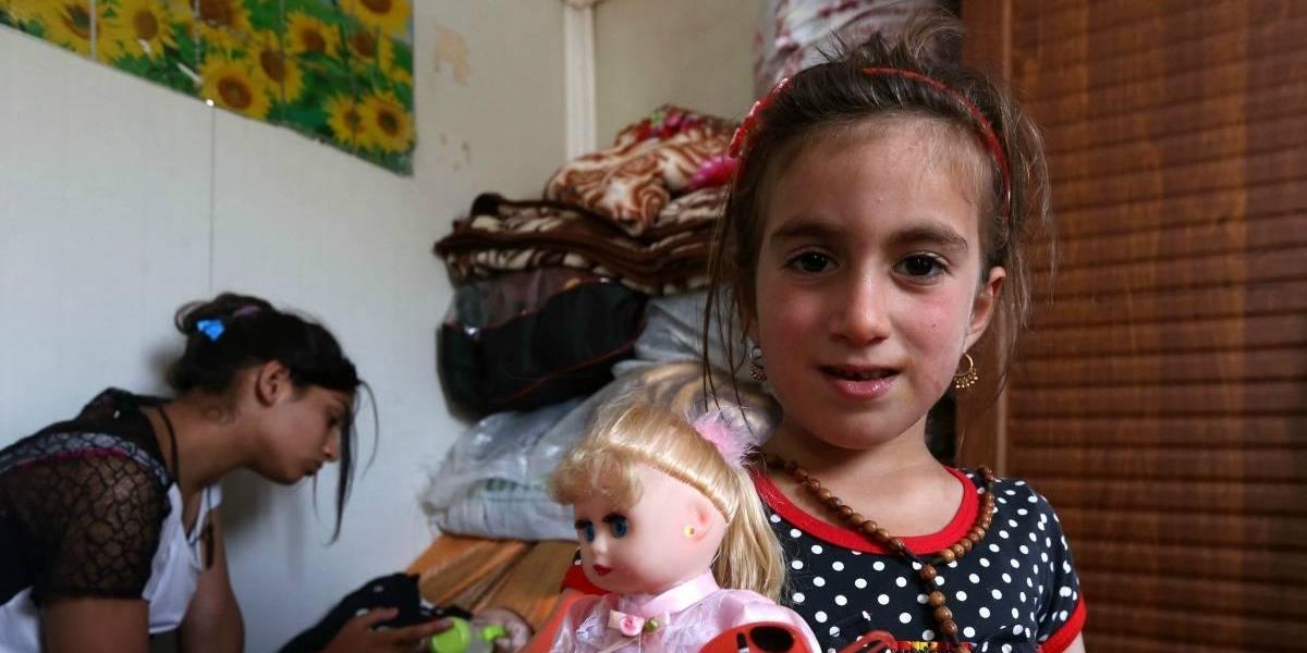 """Niña iraquí vuelve con su familia 3 años después de ser secuestrada por el """"Estado Islámico"""""""