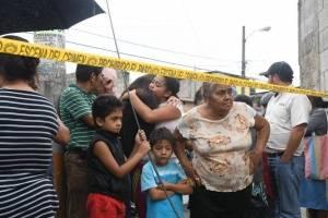 personas-rodearon-la-escena-del-crimen.jpg