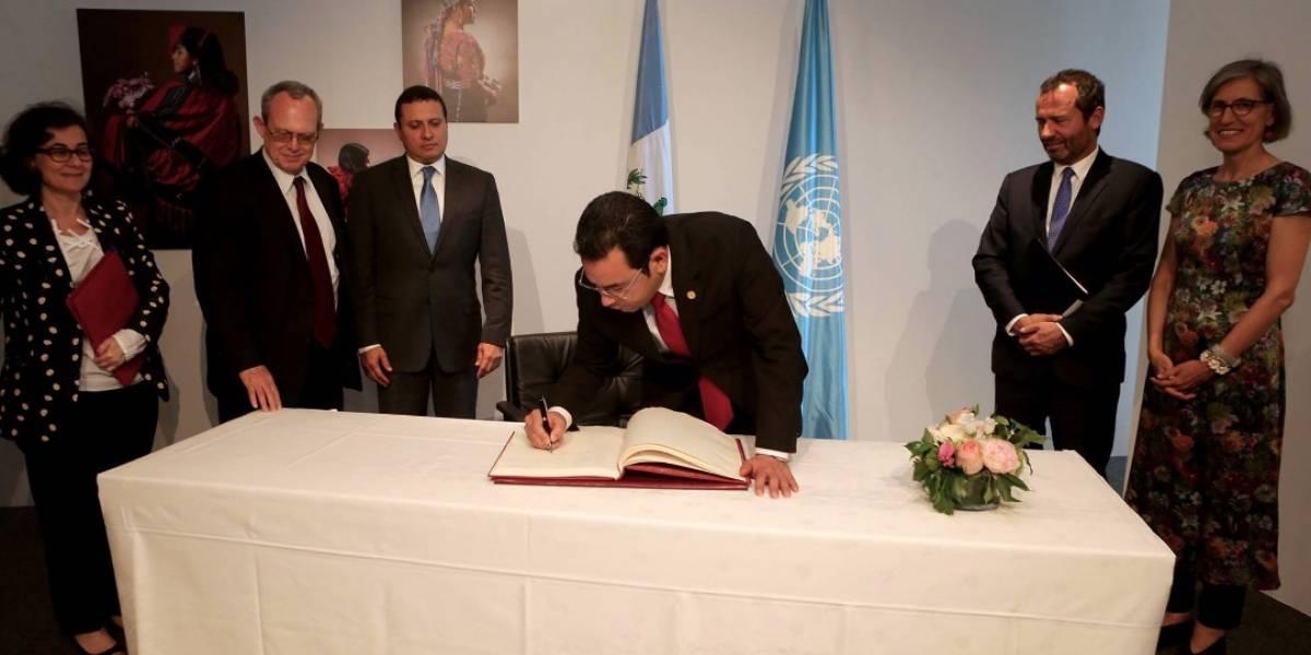 Morales visita la UNESCO para agradecer la cooperación en Tikal y Atitlán