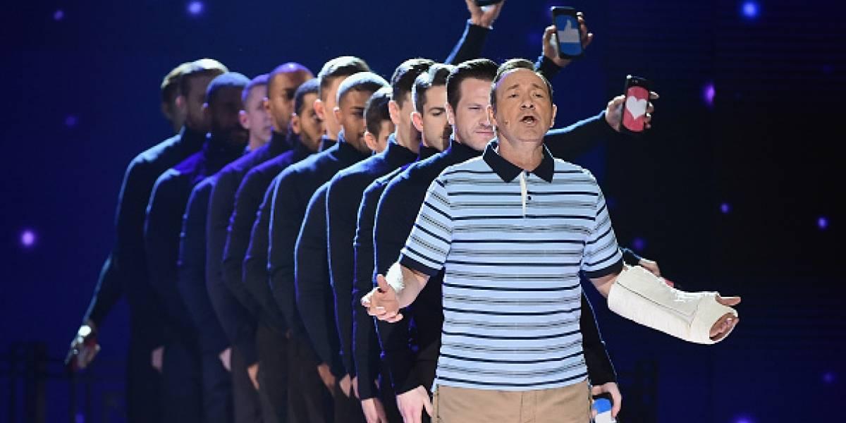 Kevin Spacey inaugura los Premios Tony con humor ligero