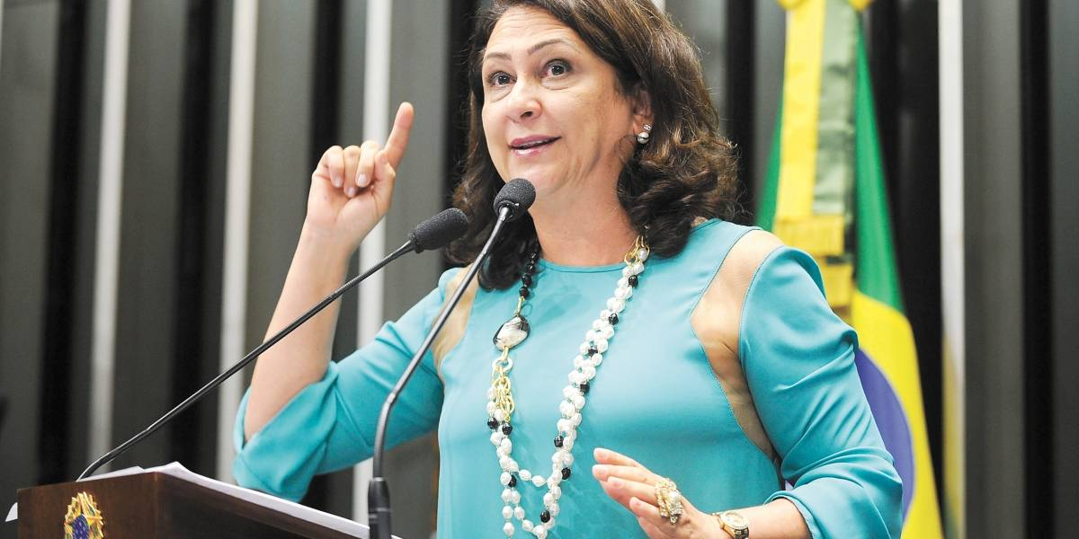 PMDB decide expulsar Kátia Abreu (TO) do partido