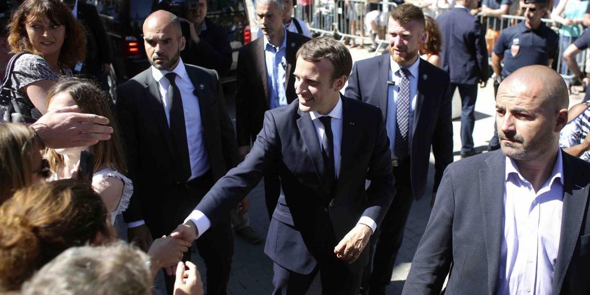 Encuestadores proyectan que Macron dominará el Parlamento