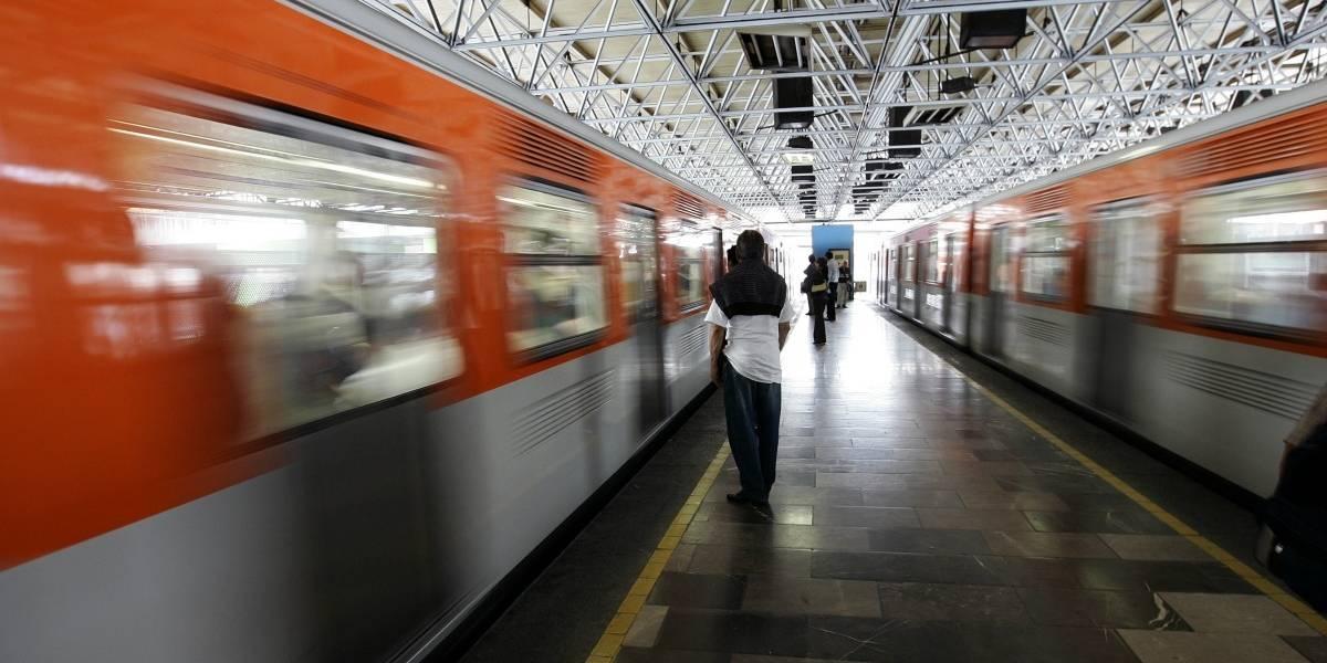México: Hombre muere tras sacar la cabeza por ventana del Metro y golpearse con un letrero