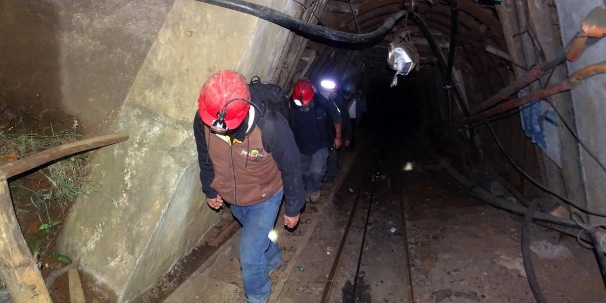 Llega sonda robot sumergible para el rescate de mineros atrapados a 1.300 metros en Chile Chico