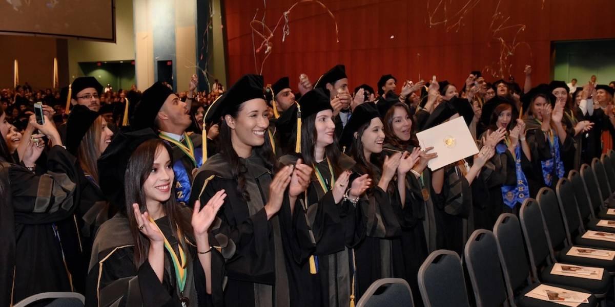 Recinto de Ciencias Médicas gradúa a 825 profesionales
