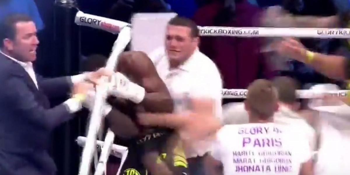 Peleador de kickboxing es agredido por aficionados