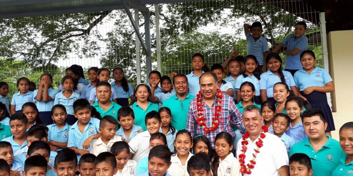 Astudillo entrega apoyos ahabitantes de Tlacoachistlahuaca