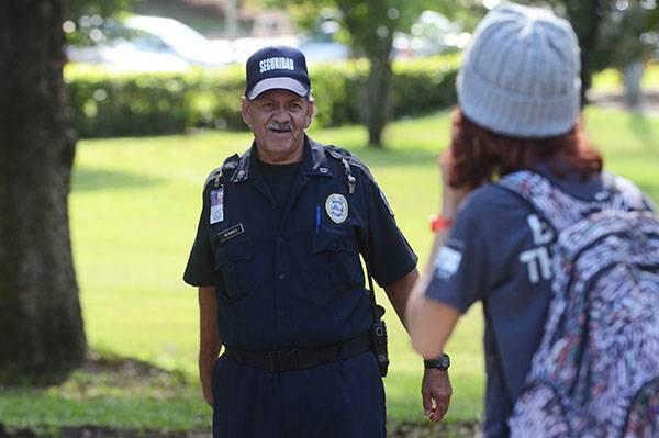 Orlando Álvarez, guardia de seguridad del Recinto de Río Piedras de la UPR. Crédito: Ricardo Alcaraz/Diálogo