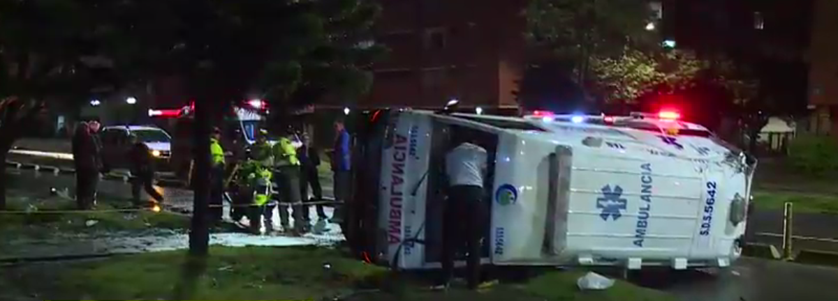 ¡Increíble! Volcamiento de una ambulancia causó dos lesionados