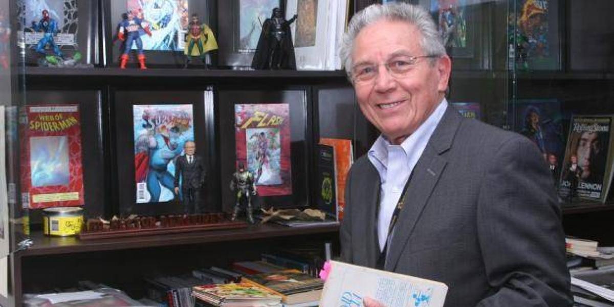 Pierde la voz presentador de televisión Héctor Benavides