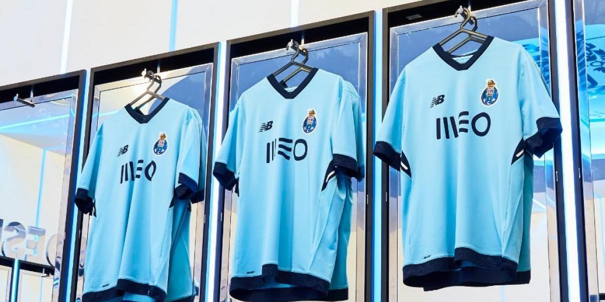 Porto presume nueva playera con el Tecatito