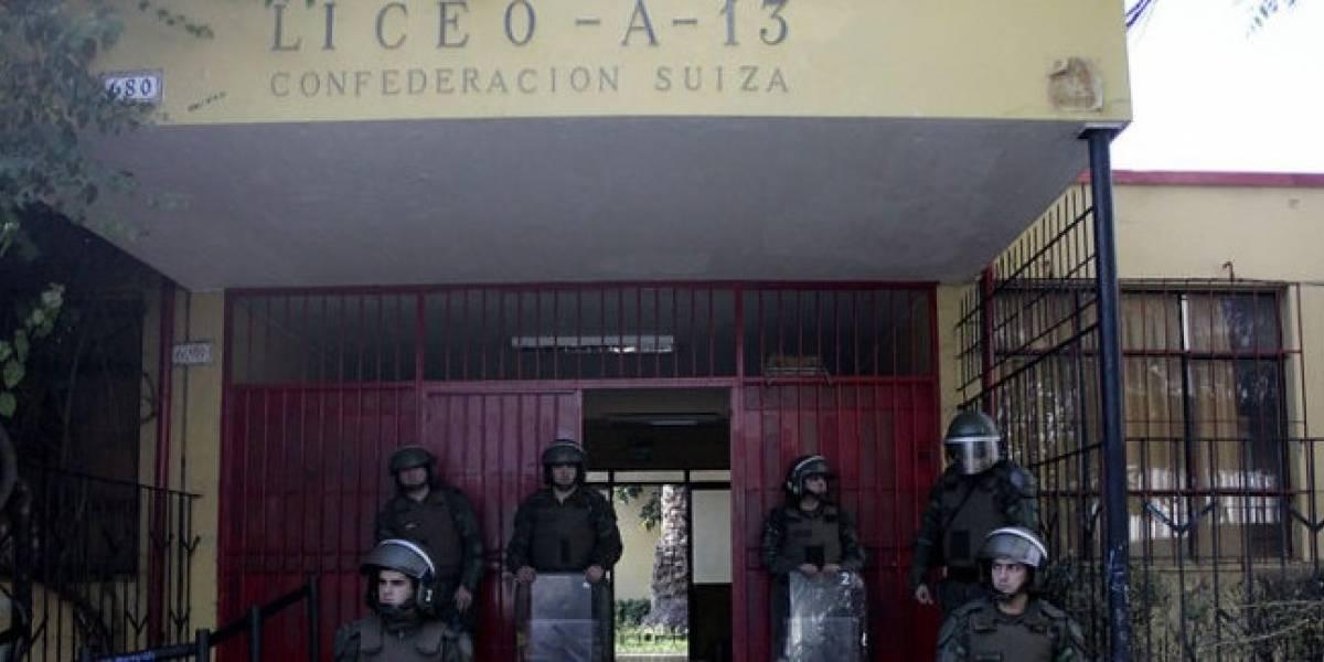 Municipio de Santiago presenta las primeras demandas contra apoderados por daños en liceos en toma