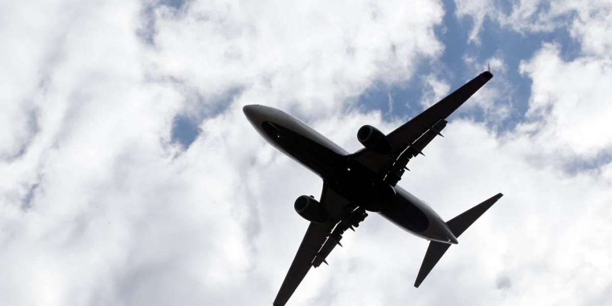 Pareja sostuvo relaciones sexuales frente a todos en un vuelo comercial