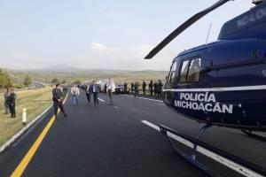 Mueren ocho policías en accidente carretero en Michoacán